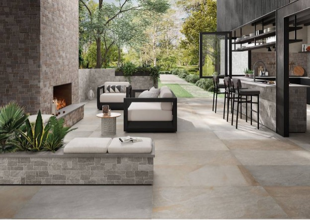 Bar, Lounge & Fireplace -