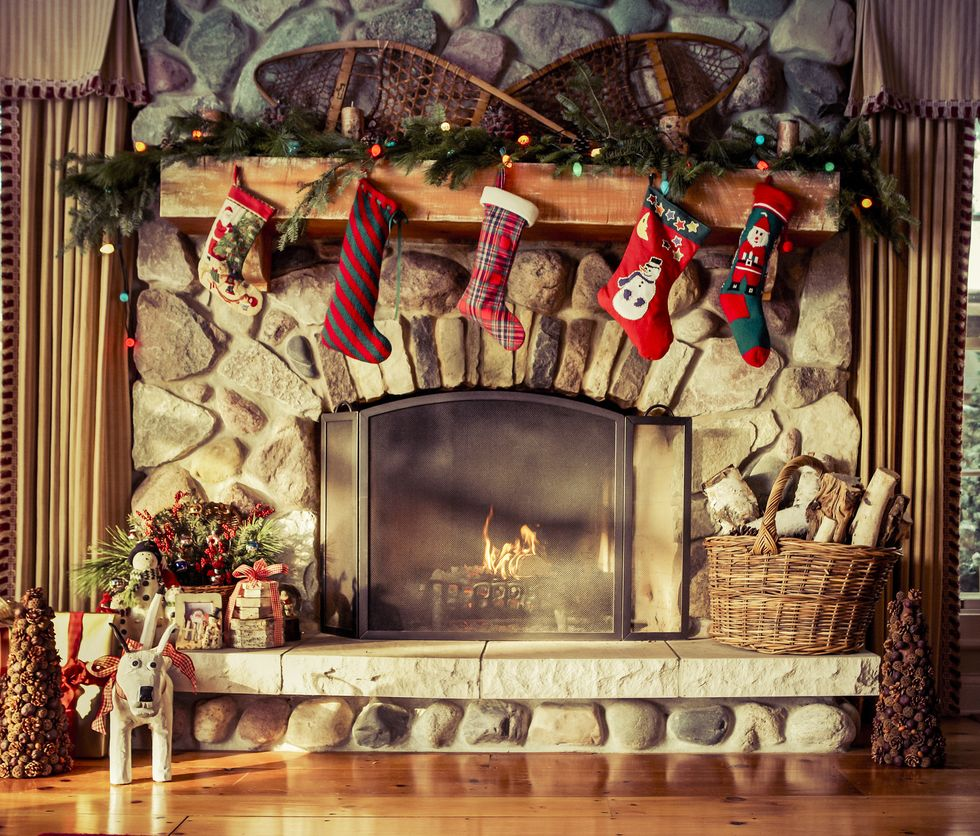 5 Ways to Decorate Your Fireplace Mantel for Christmas  feature image